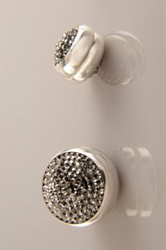 Gri Janjanlı Gümüş Kaplama Eşarp Mıknatısı 06-0822-33-10
